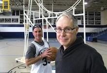 صورة العلماء المجانين : روبوت يلعب كرة السلة