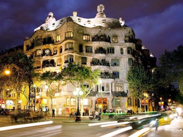 Casa Milà , برشلونة (إسبانيا)