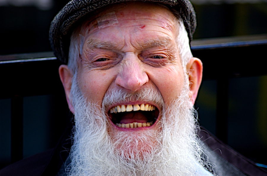 الضحك وسيلة لتخفيف الوزن و التخلص من الدهون