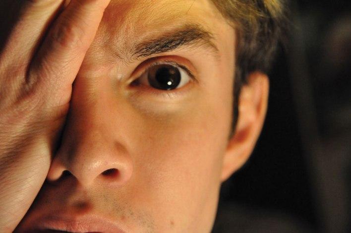 مقال - احمرار العين .. متى يصبح علامة خطر و كيف يمكن تجنبه؟