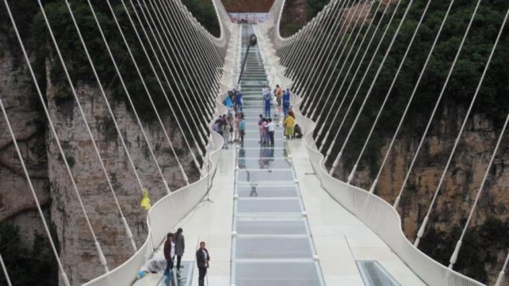 """مقتطف - الصين تستعد لافتتاح """"أعلى وأطول"""" جسر زجاجي في العالم - موقع علوم العرب"""