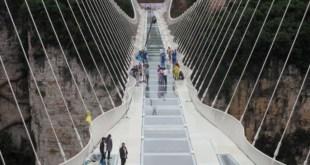 """مقتطف – الصين تستعد لافتتاح """"أعلى وأطول"""" جسر زجاجي في العالم"""