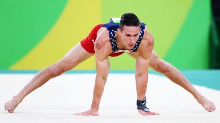لاعب الجمباز الأمريكي أليكس نادور