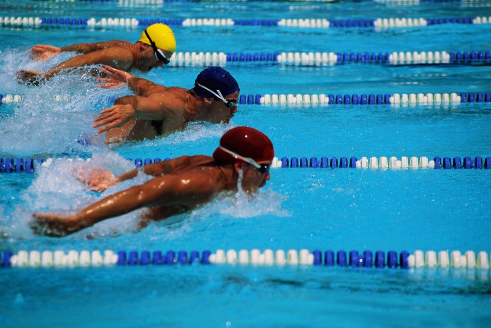 مقال - السباحة... وفوائدها الصحية - موقع علوم العرب