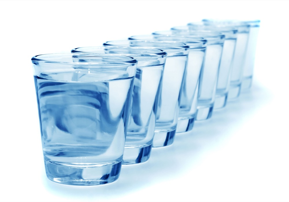 مقال – ماذا سيحدث لجسمك لو شربت الماء فقط مدة شهر كامل؟