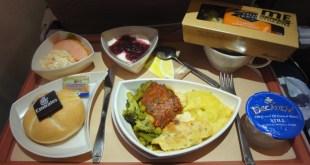 مقتطف -شاهد كيف يعمل أكبر مطبخ طيران في العالم!
