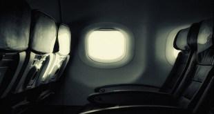 مقال - لماذا تُخفف الإضاءة في الطائرة عند الإقلاع والهبوط؟
