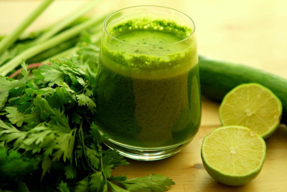 مقال - هل جربت عصير البقدونس من قبل ؟ له 7 فوائد صحية مذهلة - موقع علوم العرب