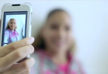 صورة متنمرون على الإنترنت – ضحايا جرائم الإنترنت والهواتف المحمولة..