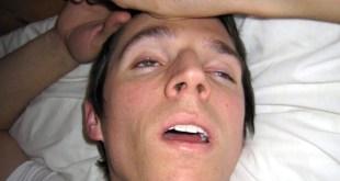 مقال - لماذا ينام البعض بأعين نصف مفتوحة؟