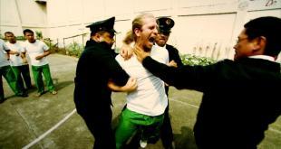 مسجون في الغربة - ممنوعات في التاسعة عشر