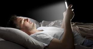 مقال – ضوء الشاشات الأزرق .. أضراره و طرق تجنبه