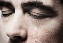 ما هي أسباب نزول الدموع أثناء النوم؟