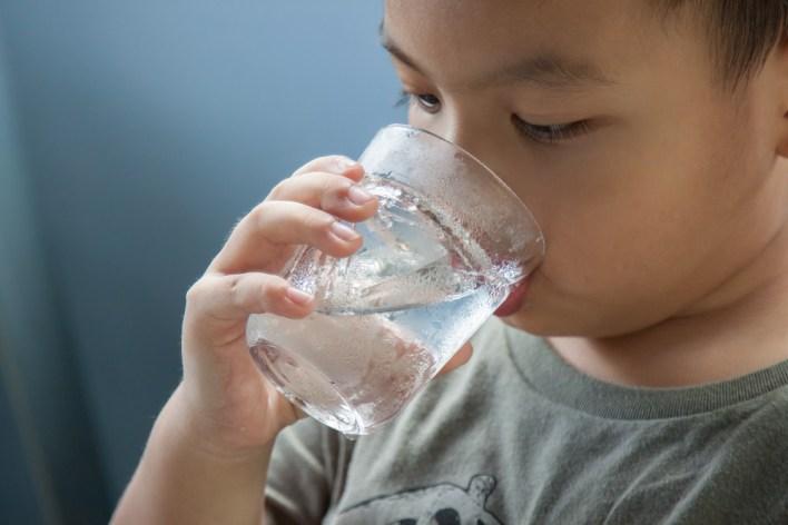 يحافظ الماء على صحة الجسم وترطيبه