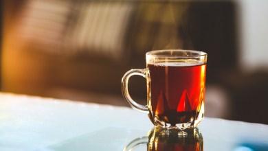 ما هي أضرار شرب الشاي بعد الأكل مباشرة ؟