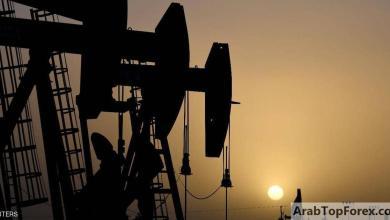 صورة النفط يصعد.. والتوتر الأميركي الصيني يحد من المكاسب