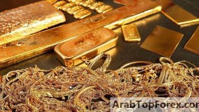 صورة مسيرة الذهب القياسية تتوقف بفعل انتعاش الدولار