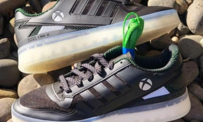 شراكة بين إكسبوكس و أديداس لإطلاق أحذية رياضية مزينة بشعار وحدة التحكم 1