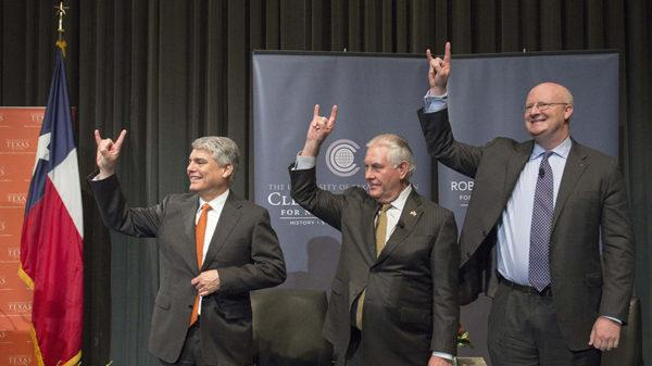 وزير الخارجية ريكس تيلرسون يزور حرم جامعة أوستن الجامعي