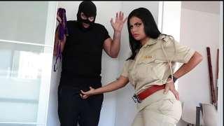 تدخلى لحرامي الممحونه لتتناك منه نيك سخن حرامي ينيك ضابط