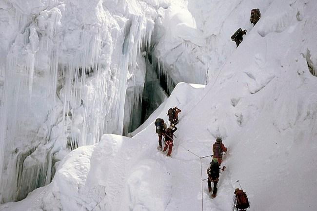Cascada del glaciar Khumbu. EXPEDICIÓN AL EVEREST.