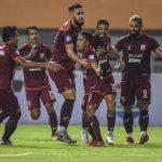 Para pesepak bola Borneo FC saat merayakan gol.