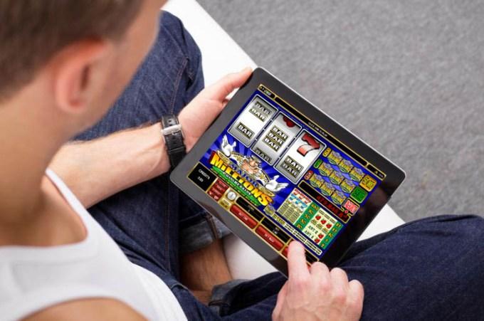 オンラインカジノのスロットマシンで遊ぶ