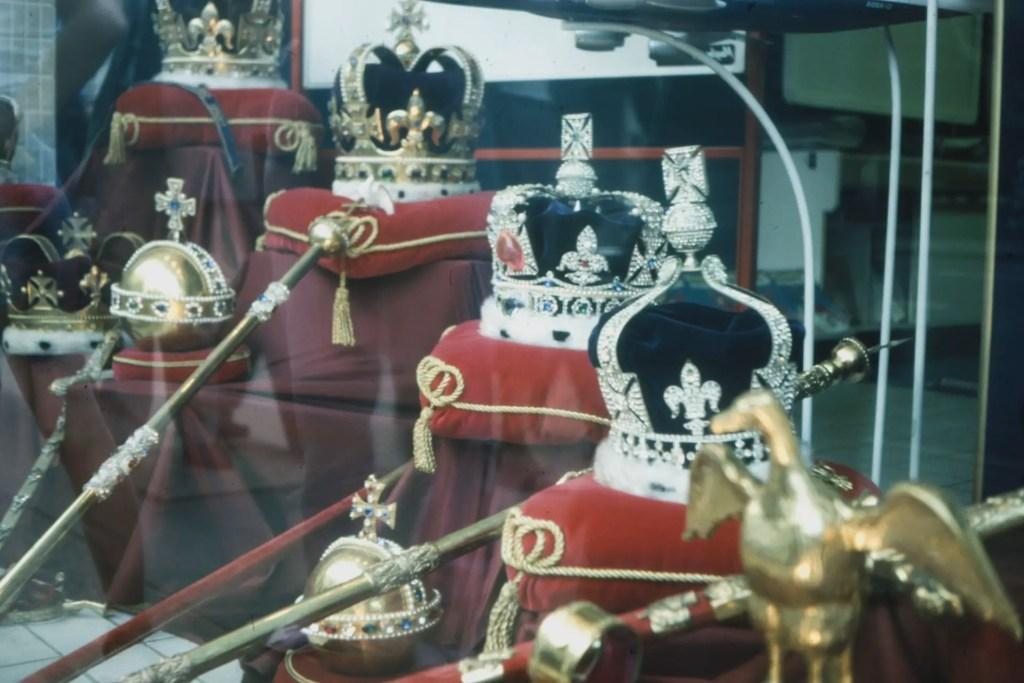 korona ng monarkiya