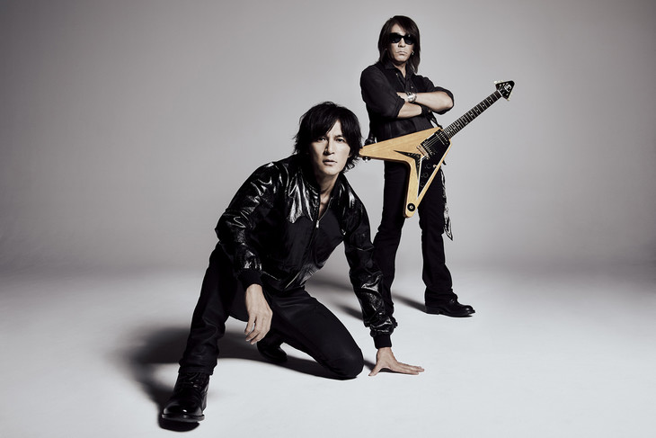 """B'z perform in the Prehistoric in their PV for """"Dinosaur"""""""