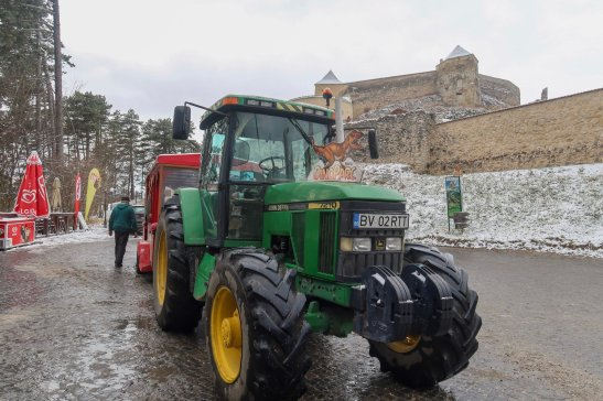 Tractor ride up to Râșnov Fortress.