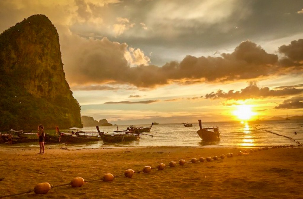 Railay Beach Sunset: A Magical Experience in a Thai Paradise