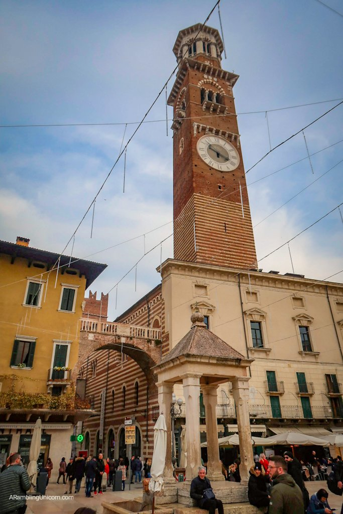 Verona in 24 Hours: the Well in the center of Pizza delle Erbe