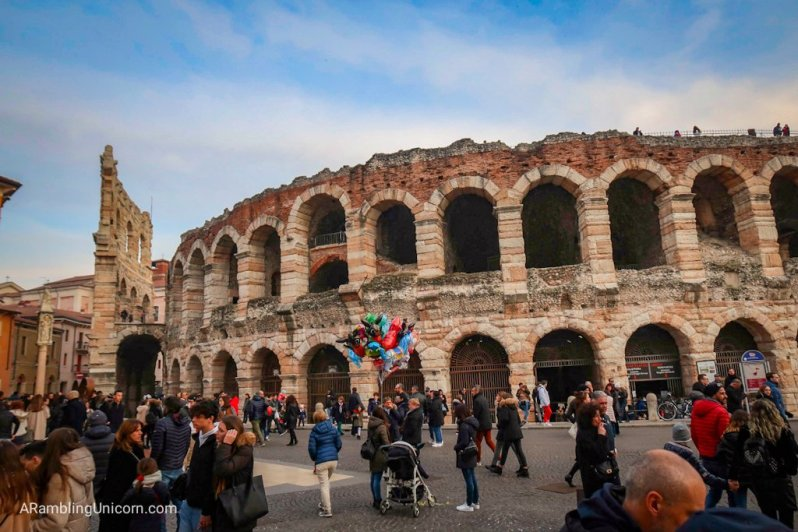 Verona in 24 Hours: The Verona Arena crowded with people