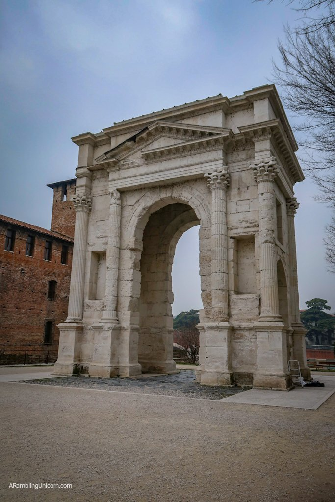 Arco dei Gavi next to Castelvecchio
