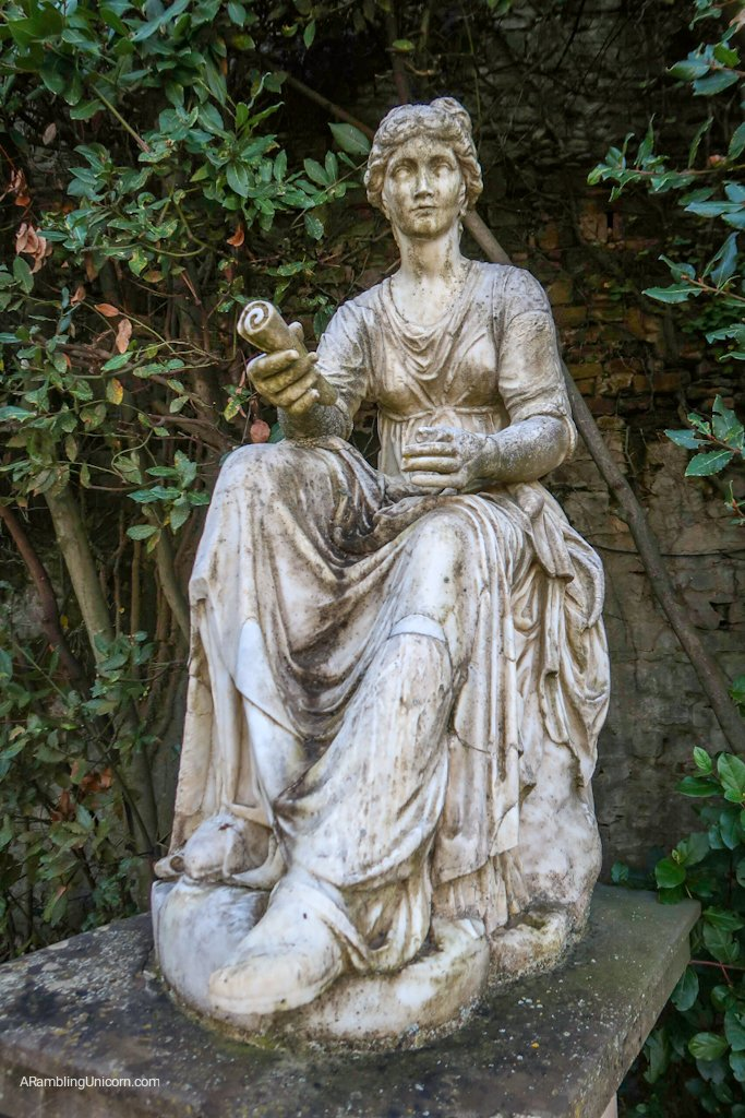 A statue of a woman in Boboli Gardens