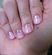 pink & glitter -moon manicure