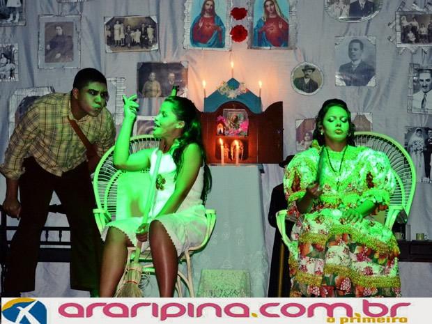 'Mentira' é tema de espetáculo teatral apresentado em Exu