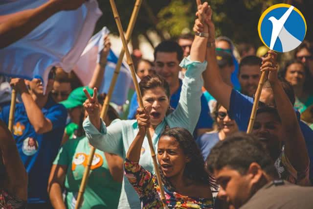 Socorro Pimentel reúne multidão em caminhada pelas ruas de Araripina