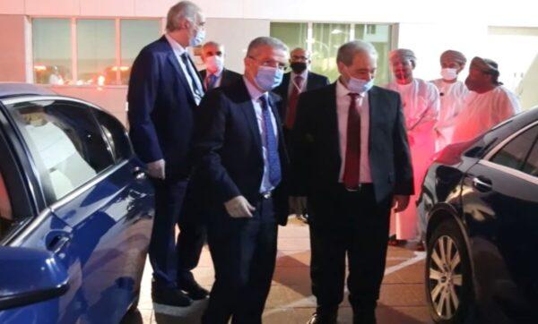 """وزير خارجية الأسد """"فيصل المقداد"""" يصل سلطنة عمان في أول زيارة له بعد تسلمه منصبه"""