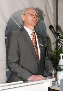 Enercon-Boss Aloys Wobben am 4.4.2008. Mittlerweile leidet er unter Demenz und hat sich aus dem aktiven Geschäft zurück gezogen. Er steht auf der Forbes-Liste der reichsten Menschen der Welt 2014 auf Rang 408. (Foto: Christian Walther, Lizenz: C.C 2.0, Quelle: Wikicommons)