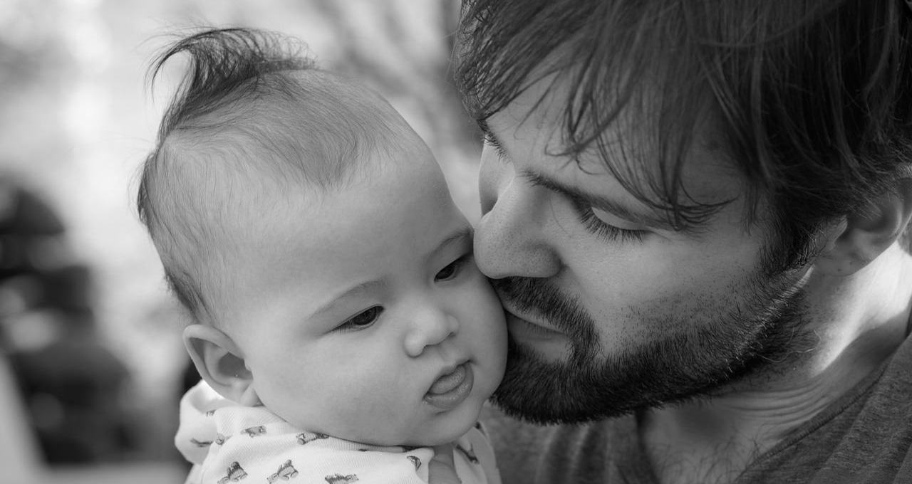 Papamonat - Mann mit Baby