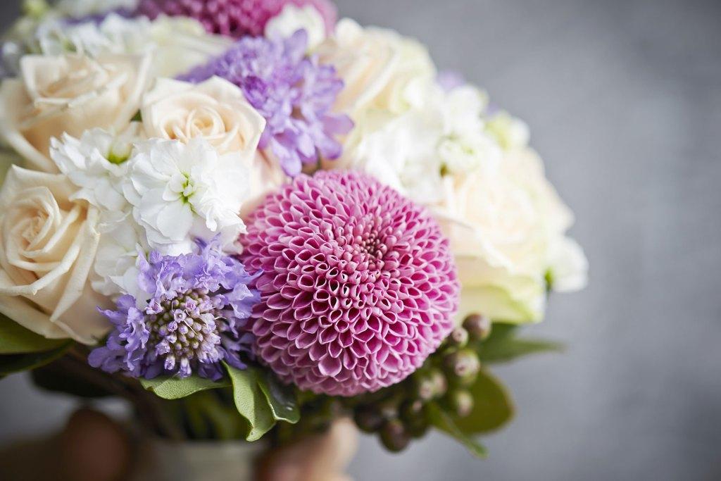 bouquet de mariée avec chrysanthème