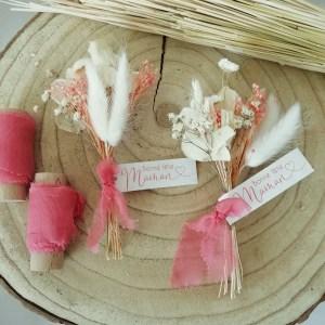 Mini-bouquet de fleurs séchées couleur corail et blanc