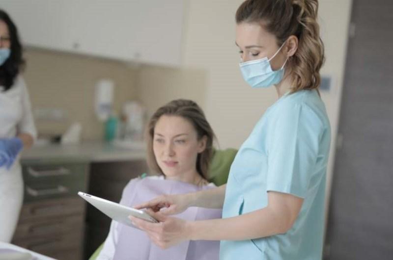 aquarelle fille rousse visage