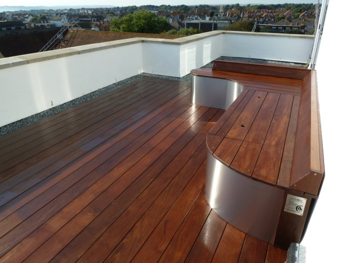 Hardwood decking roof terrace by arbworx