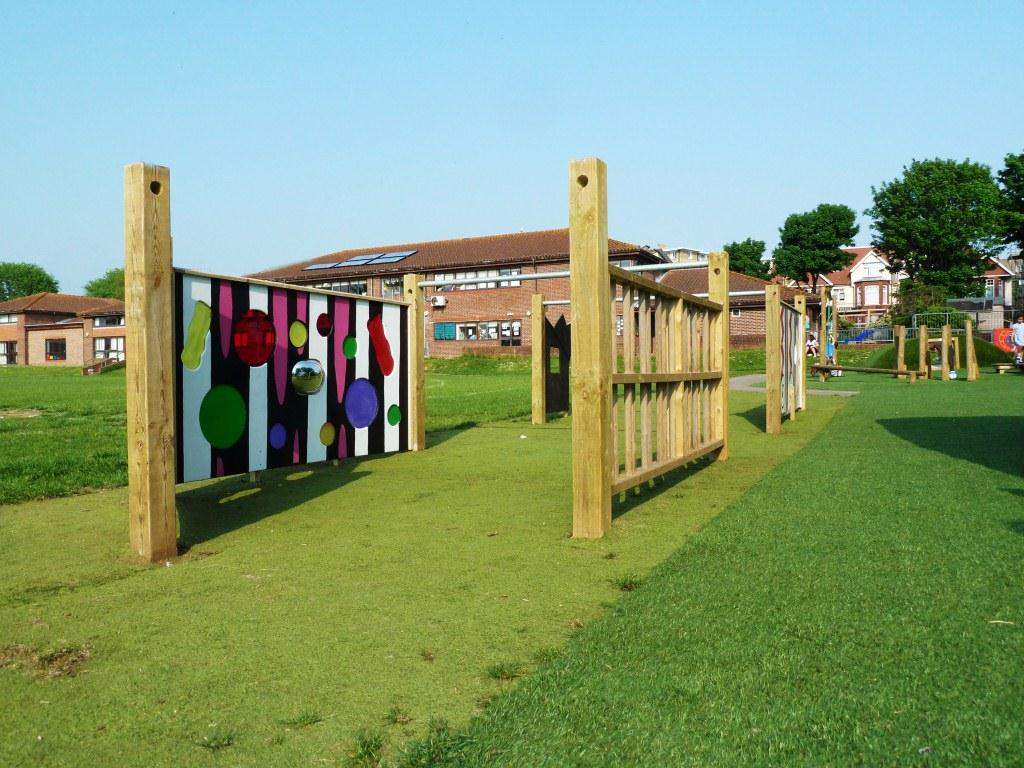 Coloured sensory screen with wooden climbing bars