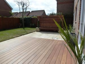 Garden makeover with paving, Ipe hardwood deck, vertical screen and planters (3)