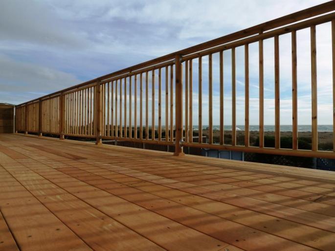Seafront decking balcony in Garapa hardwood, Shoreham (2)