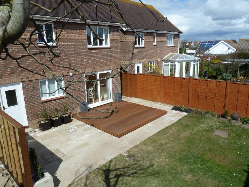 Garden makeover with paving, Ipe hardwood deck, vertical screen and planters (5)