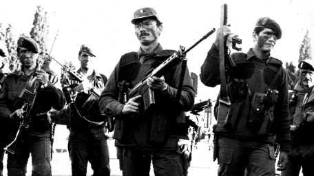 La rebelión carapintada de 1990: 20 horas de enfrentamientos, 13 muertos y  una rendición incondicional - Infobae